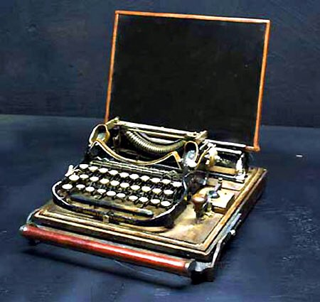 Thank you for joining me in this little #steampunk interlude :) this thread was of course typed on one of these :)