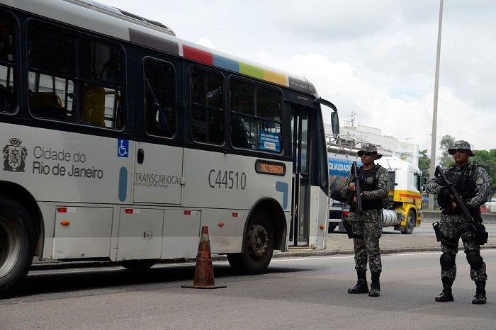 Após quatro meses de intervenção militar, tiroteios aumentam 36% no Rio https://t.co/gmPF7qtBGg