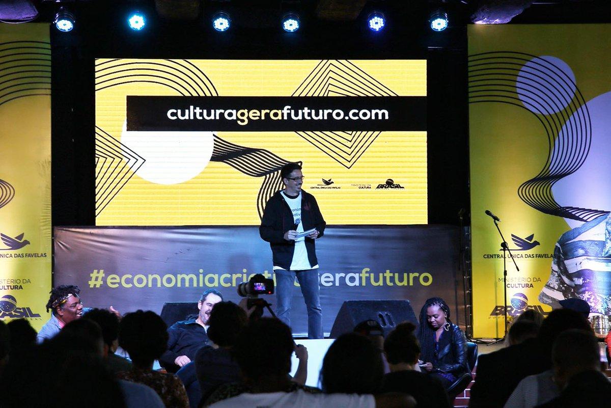 Ministro @sergiosaleitao abre o #economiacriativagerafuturo neste sábado (16), no RJ. Evento reúne fazedores de cultura, artistas, empreendedores e formadores de opinião em um bate-papo sobre o desenvolvimento econômico e social a partir de atividades culturais e criativas.
