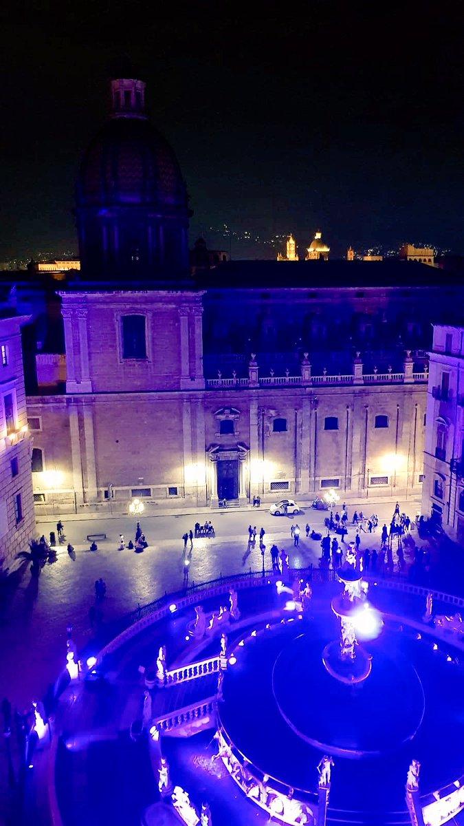 """La """"Manifesta"""" superiorità di #Palermo come città d'arte.Illuminiamo bellezza... diffondiamo cultura... trasmettiamo emozioni... con un solo colore. #PiazzaPretoria in blue!#PalermoCapitaleCultura #Manifesta12PA #viewfromsantacaterina@ComunePalermo @LeolucaOrlando1  - Ukustom"""