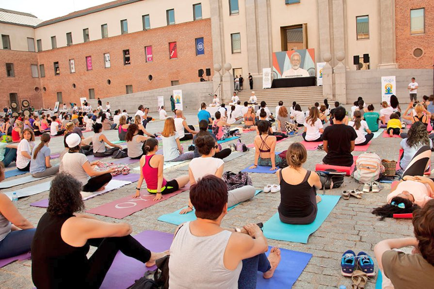 India In Spain On Twitter Yoga Enthusiasts In Madrid Listen To Pmoindia Narendramodi On The Occasion Of The 4th Internationalyogaday At The Iconic Condeduquemad Sushmaswaraj Iccr Delhi Indiandiplomacy Moayush Https T Co Oqwpm1wtlr
