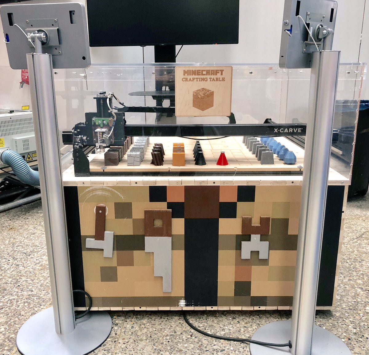 Diana Mancuso Auf Twitter Spotted At The Ontsciencectr Popnology Exhibit A Real Life Minecraft Crafting Table