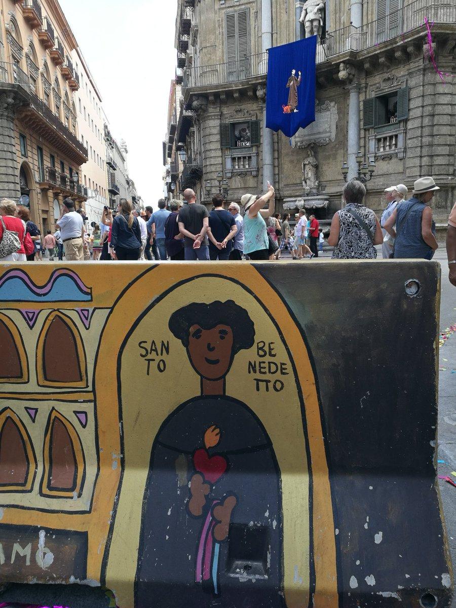 Oggi I quattro canti di #PalermoCapitaleCultura #globale Benedetto il santo africano venerato in sudAmerica e protettore della città insieme alla santa Rosalia di origini francesi  - Ukustom