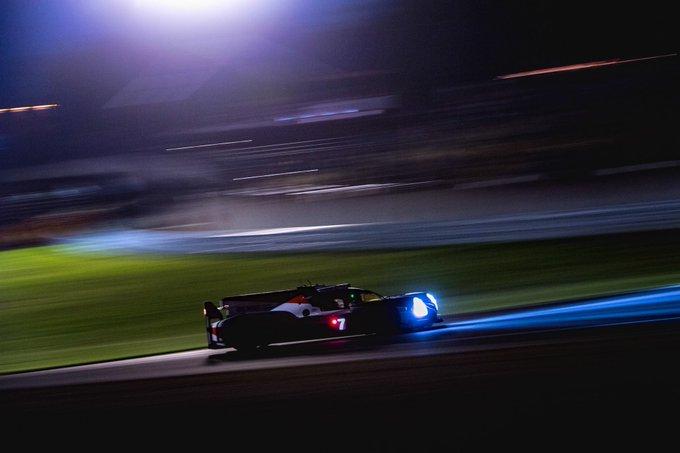 ル・マン24時間、11時間経過 日本のみなさま、おはようごさいます! ル・マンは深夜2時過ぎ。夜明けを目指し2台のTS050 HYBRIDは走り続けています。 現在 7号車(コンウェイ選手🇬🇧→ロペス選手🇦🇷に交代)がトップ 8号車(ブエミ選手🇨🇭→アロンソ選手🇪🇸)が2番手 を走行中! #WECjp #LeMans24 Photo