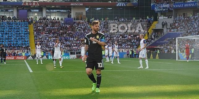 8 Meme Kocak Bermunculan Usai Lionel Messi Gagal Penalti - Foto