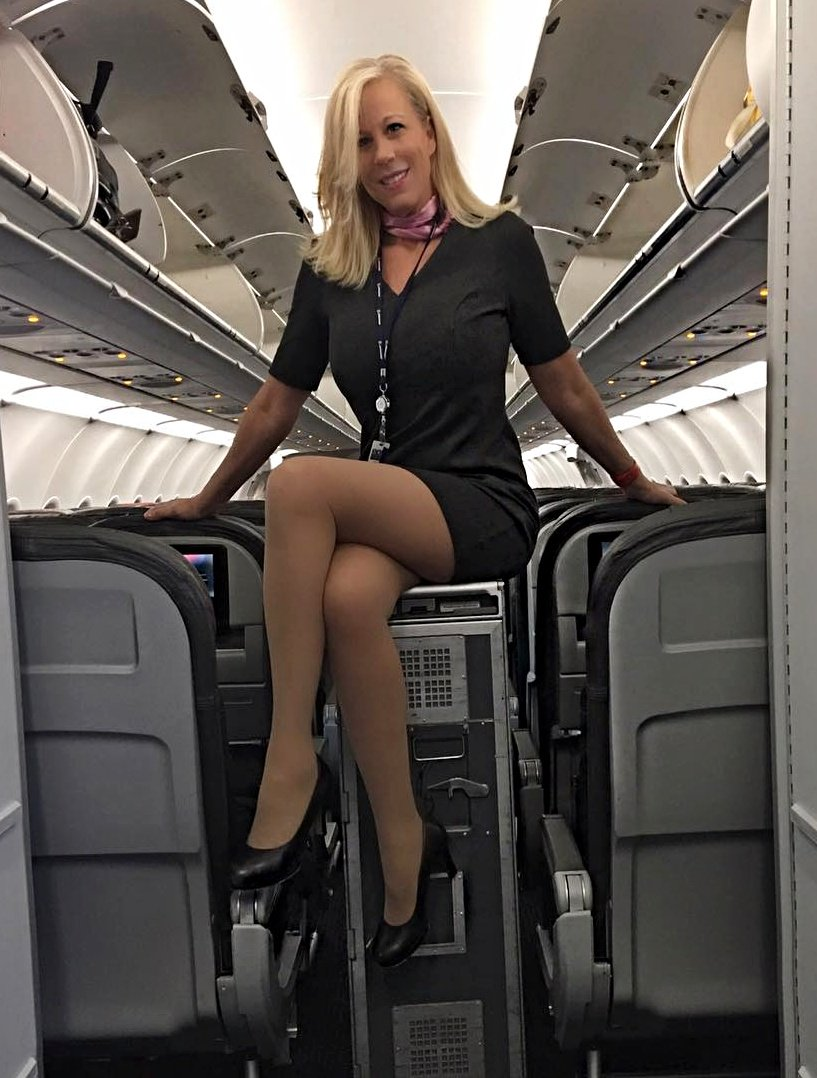 В чулках в самолете девушки, пизда очень крупно на порно