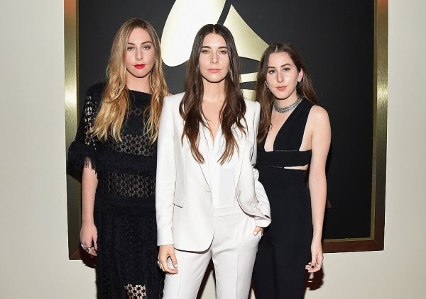 Haim fired their agent after being paid 10 times less than a male act at a festival. https://t.co/7DG1DcXKNf https://t.co/2tIJ8v0o4y