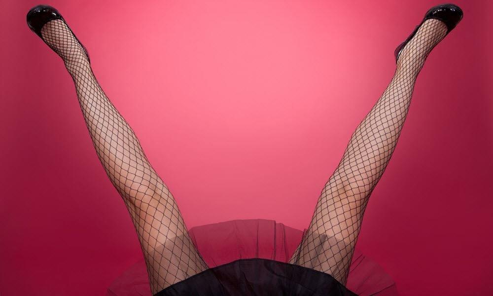 Раскрой шире ноги, парень делает лайк порно