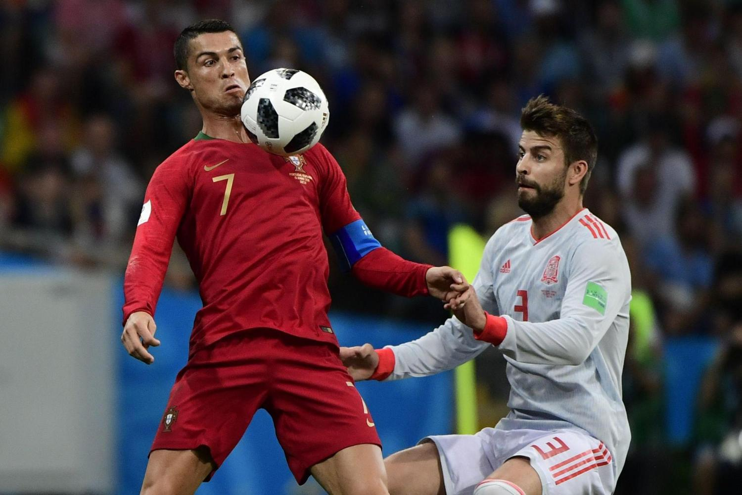Gerard Pique: Cristiano Ronaldo 'has a habit of throwing himself to the ground' https://t.co/s6kFVoMxH1 https://t.co/KvX3E9K8Hy