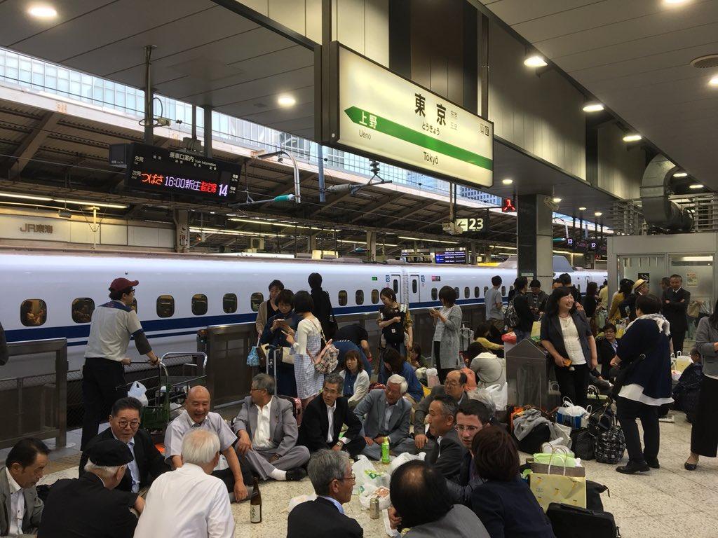 Kelakuan Unik Penumpang Shinkansen Menghadapi Gangguan Perjalanan