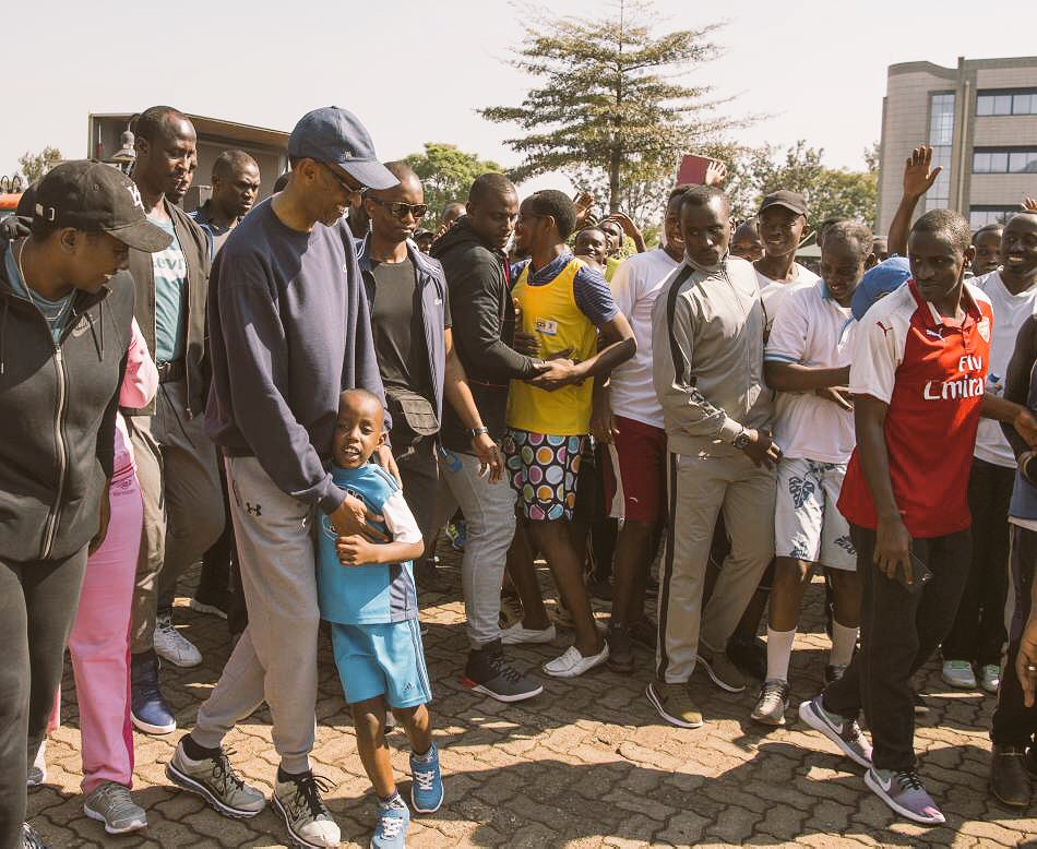 President Kagame joins residents of Kigali for #CarFreeDay <br>http://pic.twitter.com/c7Qfx8BWC6