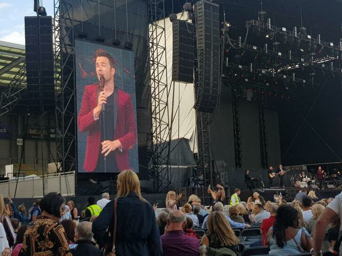 It's fantastic to see all the great posts across social media, praising @ShaneFilan for an incredible performance at @LionelRichie Leigh last night. Especially from the Lionel fans who hadn't seen him sing live before! Well done Shane, smash it again tonight at Carlisle!! ❤️🎶 Foto
