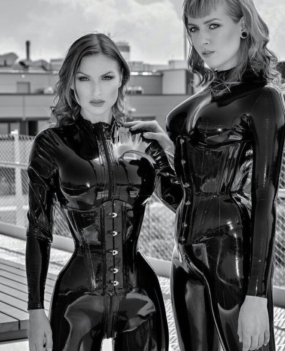 Mistress wen and lesbian lover try pee fetish
