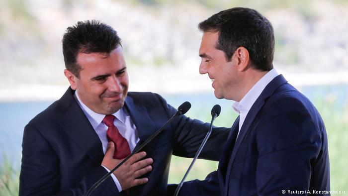 Grécia e Macedônia assinam acordo para alterar nome da ex-república iugoslava, que passará a se chamar República da Macedônia do Norte. Atenas se compromete a retirar veto à adesão dos macedônios à UE à Otan. https://t.co/F7r1vnjfeH