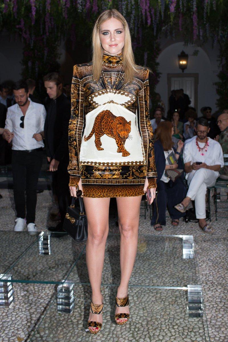 "Adrien Ampelio on Twitter: ""Spotted : Chiara Ferragni ultra hot au défilé  Versace ---> https://t.co/7no6QVVlpd #ChiaraFerragni #Versace  https://t.co/jd9KEMdDfi"""
