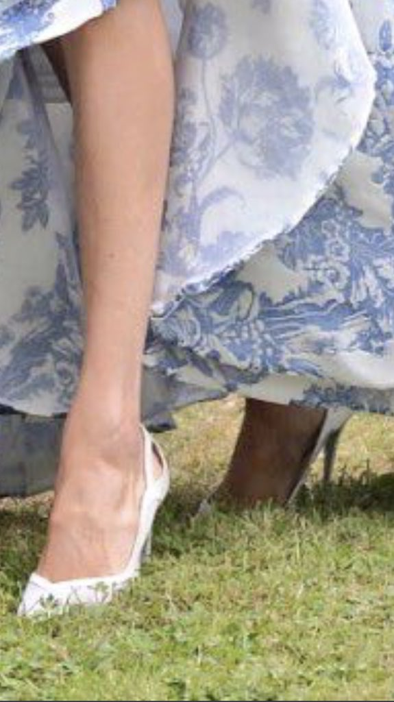 meghans mirror on twitter learn more about meghan s aquazzura wedding shoes that she rewore today ontheblog https t co 9pbn9c6ngl meghans mirror on twitter learn more