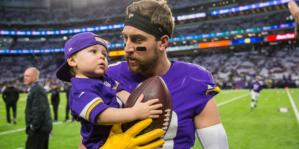 Happy #FathersDay!  #NFLDads everywhere are celebrating: https://t.co/QLQDPYYVi4 https://t.co/cWnDWw7RJY