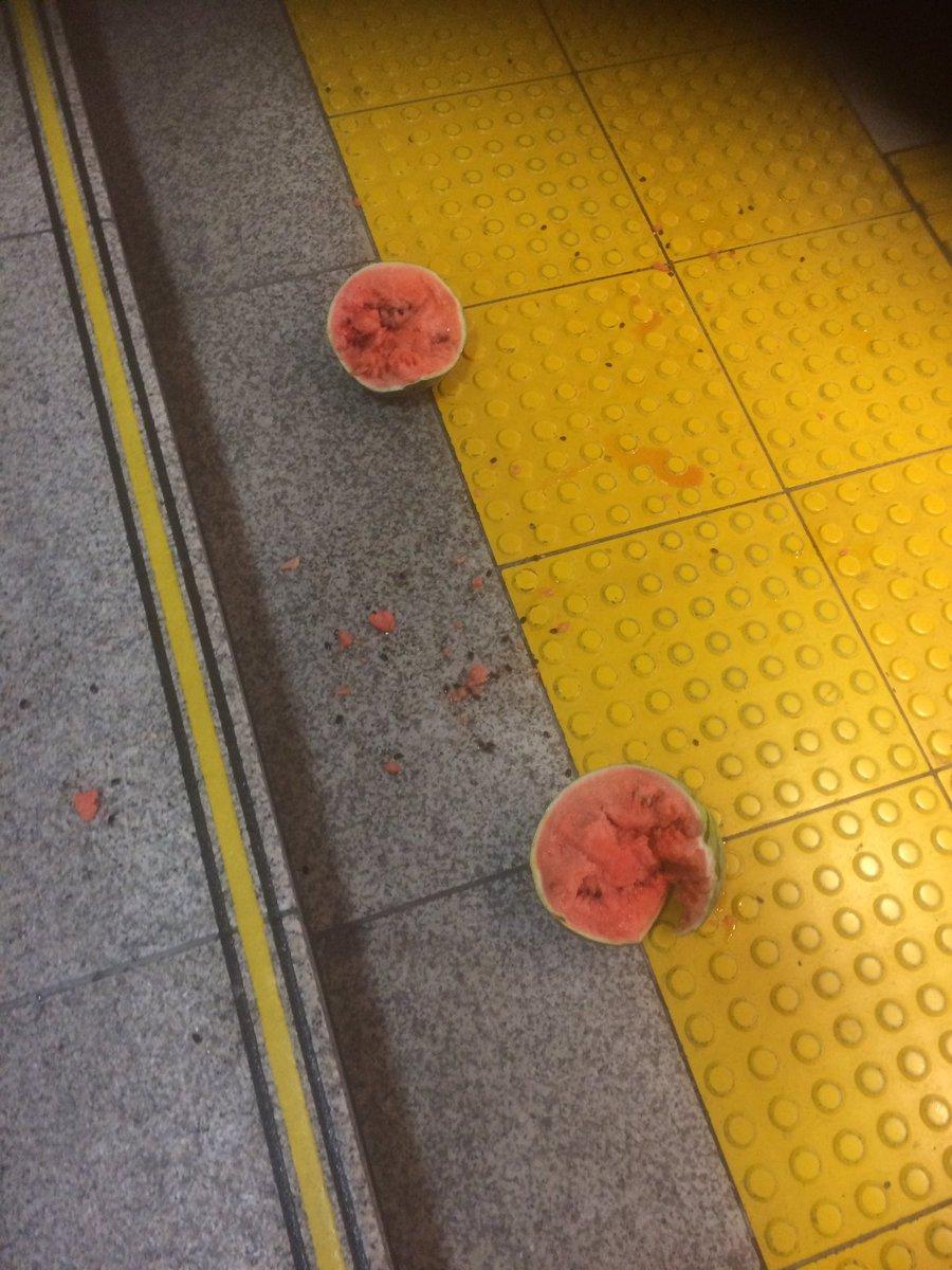 いや、そっちかい!! 東京駅にてSUICAの落とし物が発見されるwww