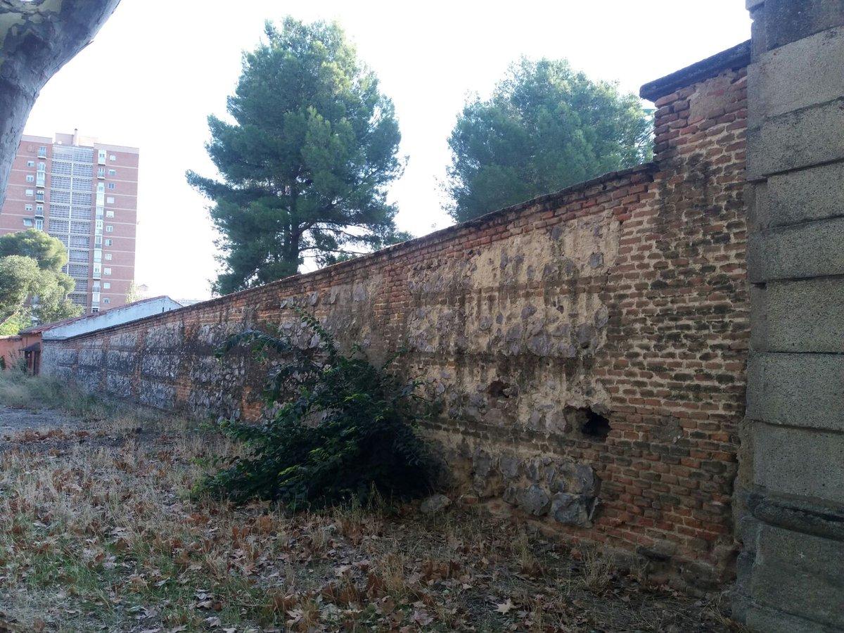 b11fde423 restaurado con materiales originales el muro histrico del vivero de la casa  de campo ha sido desmontado pieza a pieza y se ha levantado siguiendo  tcnicas ...