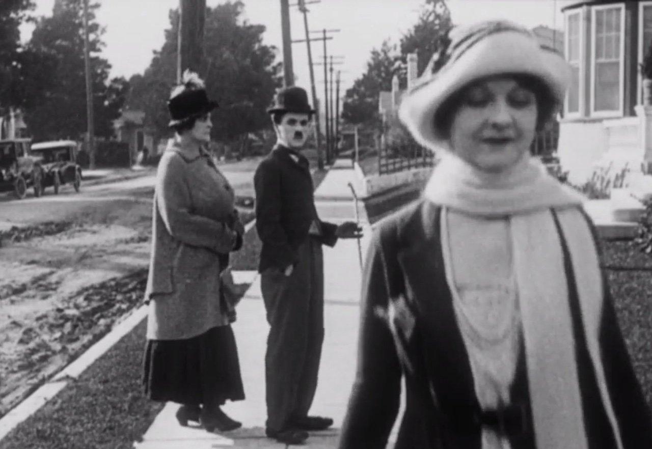 Charlie Chaplin invented the 'distracted boyfriend' meme back in 1922 https://t.co/bG11kj6kPg https://t.co/6DSbQwm2ER