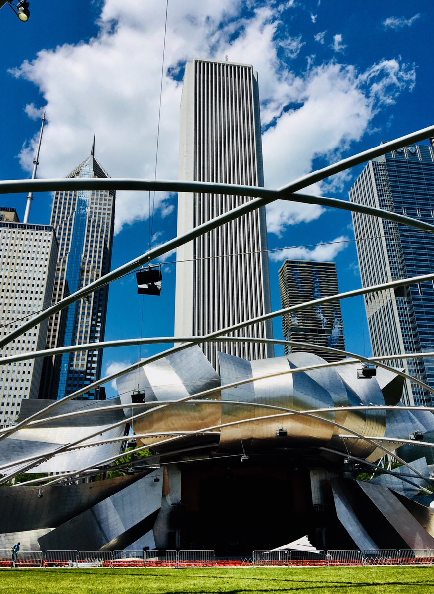 Happy Father's Day from Chicago! See you at @Millennium_Park's Pritzker Pavilion tonight.