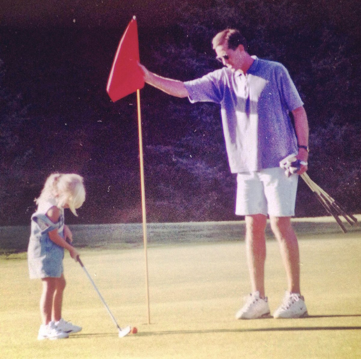 Happy Father's Day to the best caddie out there! Love you, Pops! 💕