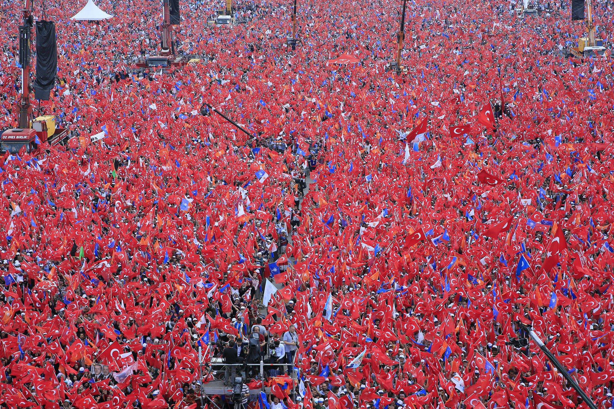 Aşkım, sevdam...  Teşekkürler İstanbul!  #VakitİstanbulVakti https://t.co/SZSQwSBtNN