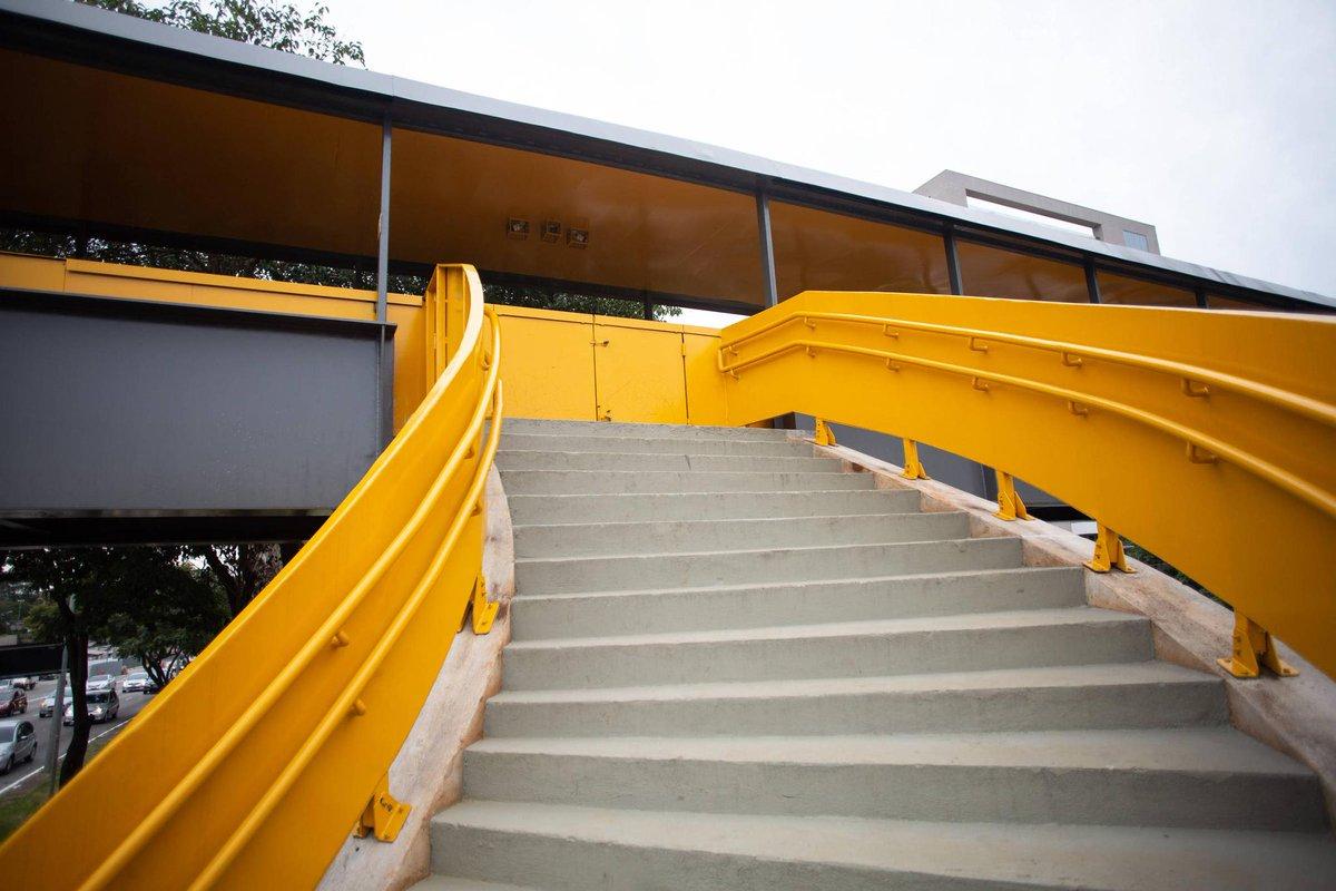 Tem pegadinha em aeroporto de SP   Escada que não leva a lugar nenhum engana na passarela de Congonhas https://t.co/trmkwfuS2p