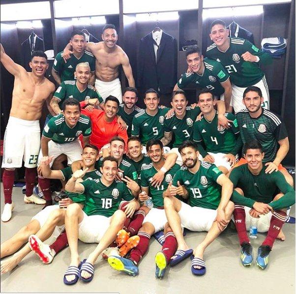 Equipo. 🙏🏼  ¡VIVA, #MEX! ¡Queremos ver sus fotos festejando con el jersey!  📸: @MarcoFabian_10.  #NadaNosDetiene   #Rusia2018