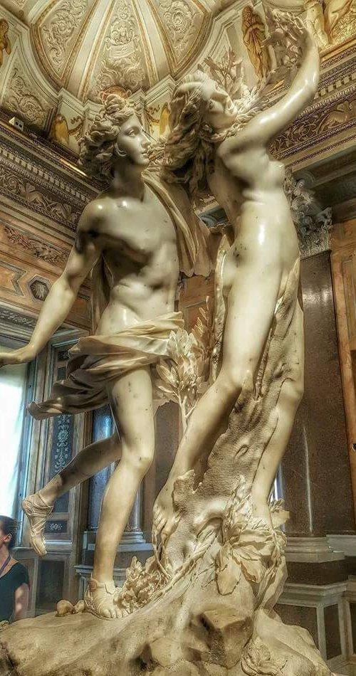 Le meravigliose statue di Apollo e Dafne alla Galleria Borghese! Da Roma fanpage #romeisus