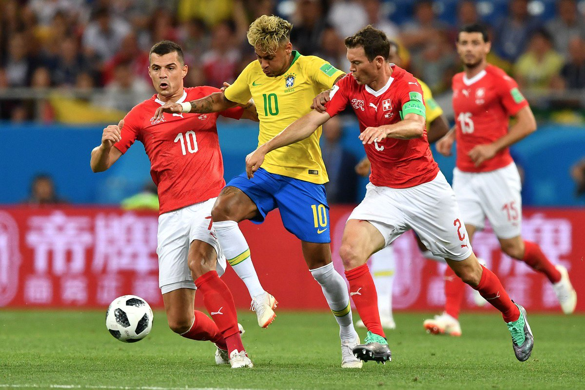 Well played, lads 👏  Granit an @LichtsteinerSted  @SFV_ASF's  begin th @FIFAWorldCupeir  campaign with a hard-fought draw aga @CBF_Futebolin #BRAst   #SUI   1-1
