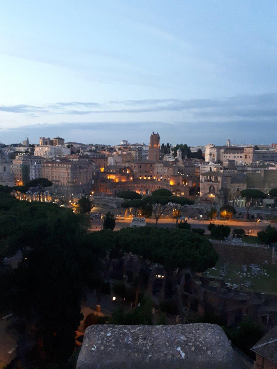 #Rome. Yet another wonderful sunset..this time over the #Foro e #Mercati di #Traiano. #Casa dei #CavalieriDiRodi. #TorreDelleMilizie. @BeautyfromItaly @1municipioRoma @discoveroma @claviggi @caputmundiHeidi @Mustapha1508 @ROMA_TRIPS