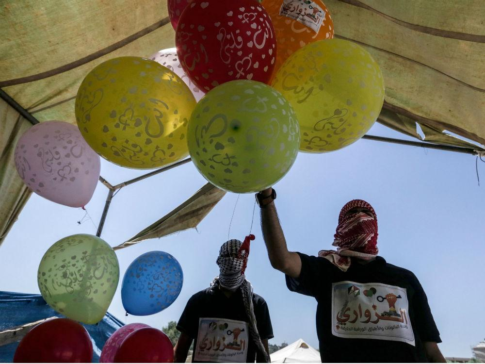 Israel launches airstrikes against Palestinians who sent off 'arson balloons' into enemy ground https://t.co/uHJe9HAp9n