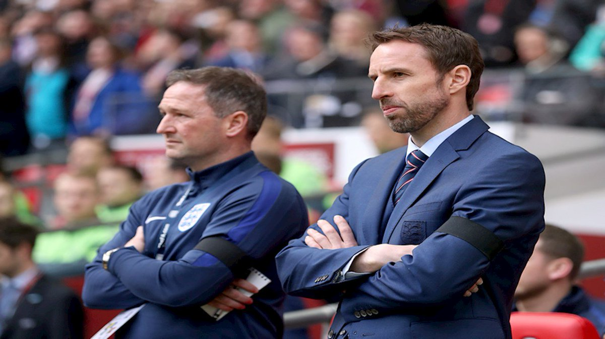 🏆 | WORLD CUP: Good luck to Steve Holland &  vs @EnglandTunisia tonight! 🏴🇹🇳   We're all behind you. Come on England! 👏👏👏   #CreweAlex#ENGTUN