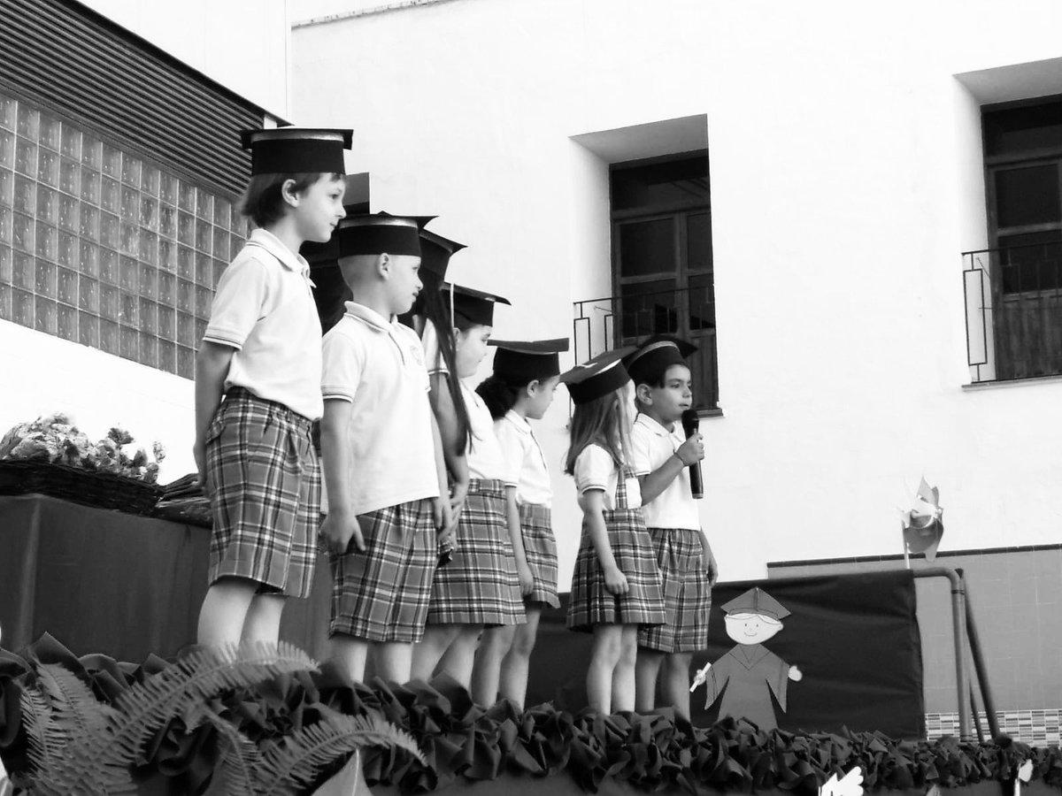 RT @LaGoletaColegio: #GraduaciónInfantilGoleta #lagoletacuentacontigo #FelizLunes @cevhcsur https://t.co/HgUb6L0qYp