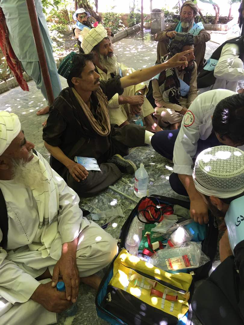 #Helmand Peace Convoy activists receive much needed medical attention – mostly for dehydration – after arriving at Abdul Rahman Khan mosque in Kabul city on Monday morning, following their peace march on foot that covered over 700km #PeaceConvoy #Afghanistan Photos: @Hayatamanat