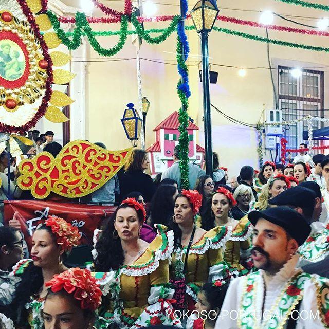 test ツイッターメディア - 毎年聖アントニオ祭(イワシ祭り)に行われる地区対抗パレードは、今年もアルファマ地区が優勝しました。 #リスボン #ポルトガル https://t.co/XTICQXzUHb