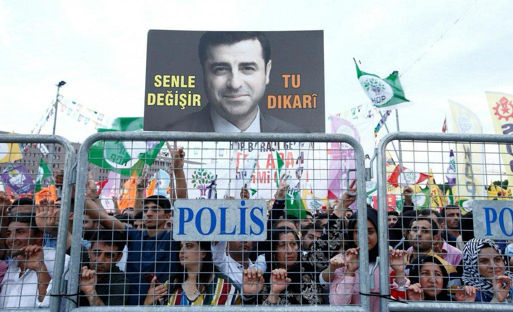 Jailed Kurdish leader may hold key in Turkish elections https://t.co/HLiru4jVEu https://t.co/PYxARWqi4C
