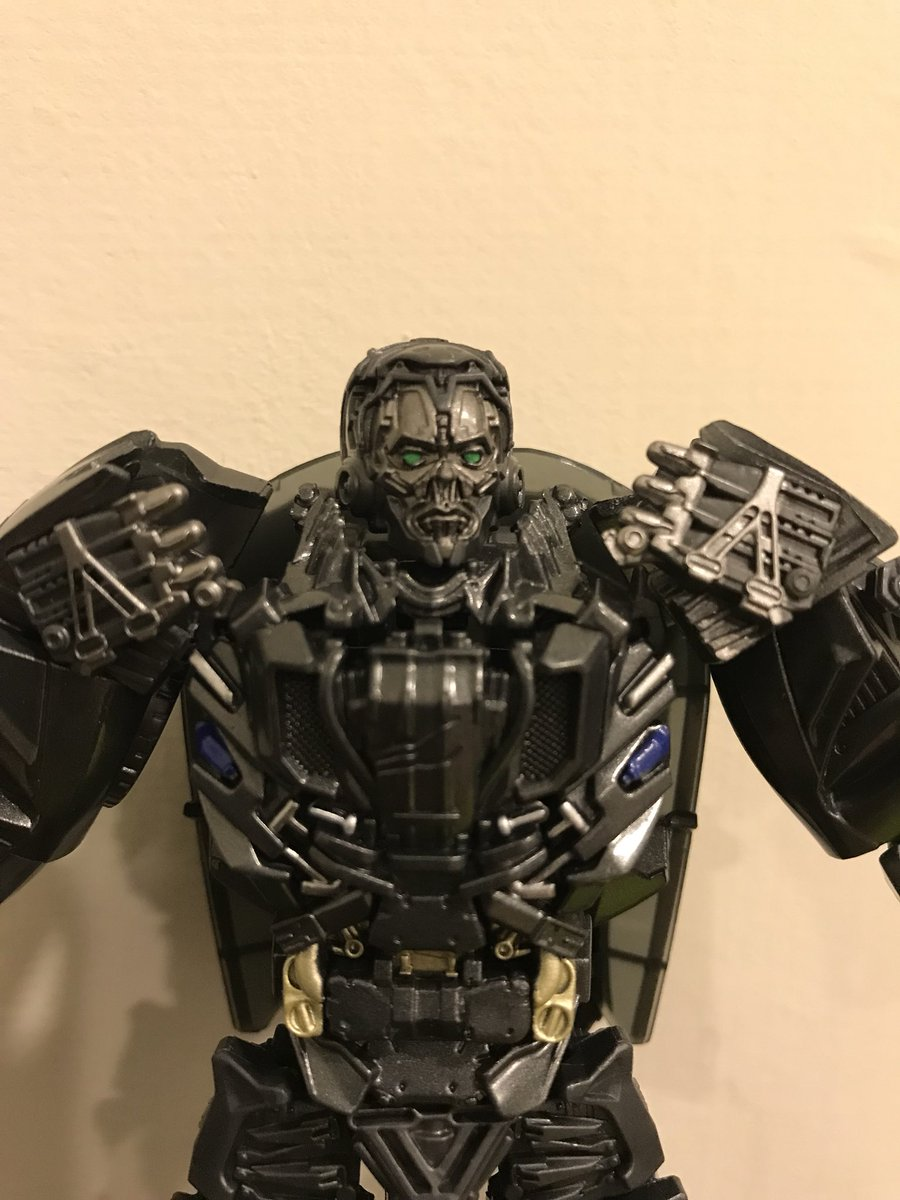 SS lockdown so small but with nice details!!! Good job hasbro!