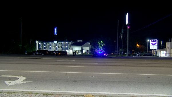 Several guests evacuated at Knights Inn on Lawrenceville Highway in DeKalb County as standoff continues @HardingCBS46 has a LIVE update in minutes on @cbs46 News https://t.co/EyT06vL4vu