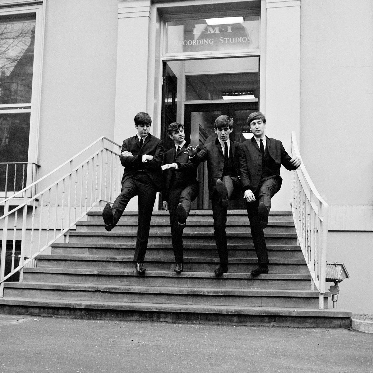 DfBEKHRX0AELG1H - Abbey Road - Beatles Reminiscences