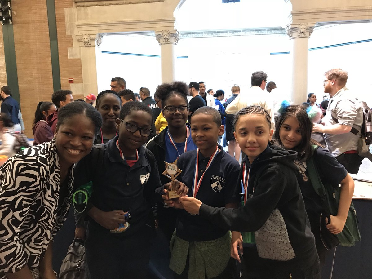 Congratulations to the MSTA 7th grade team for winning the 1st Annual District 12 Science Fair at the Bronx Zoo! I am so proud of your hard work and commitment! @CSD12Bronx @AP_MSTA @MSTA1PC