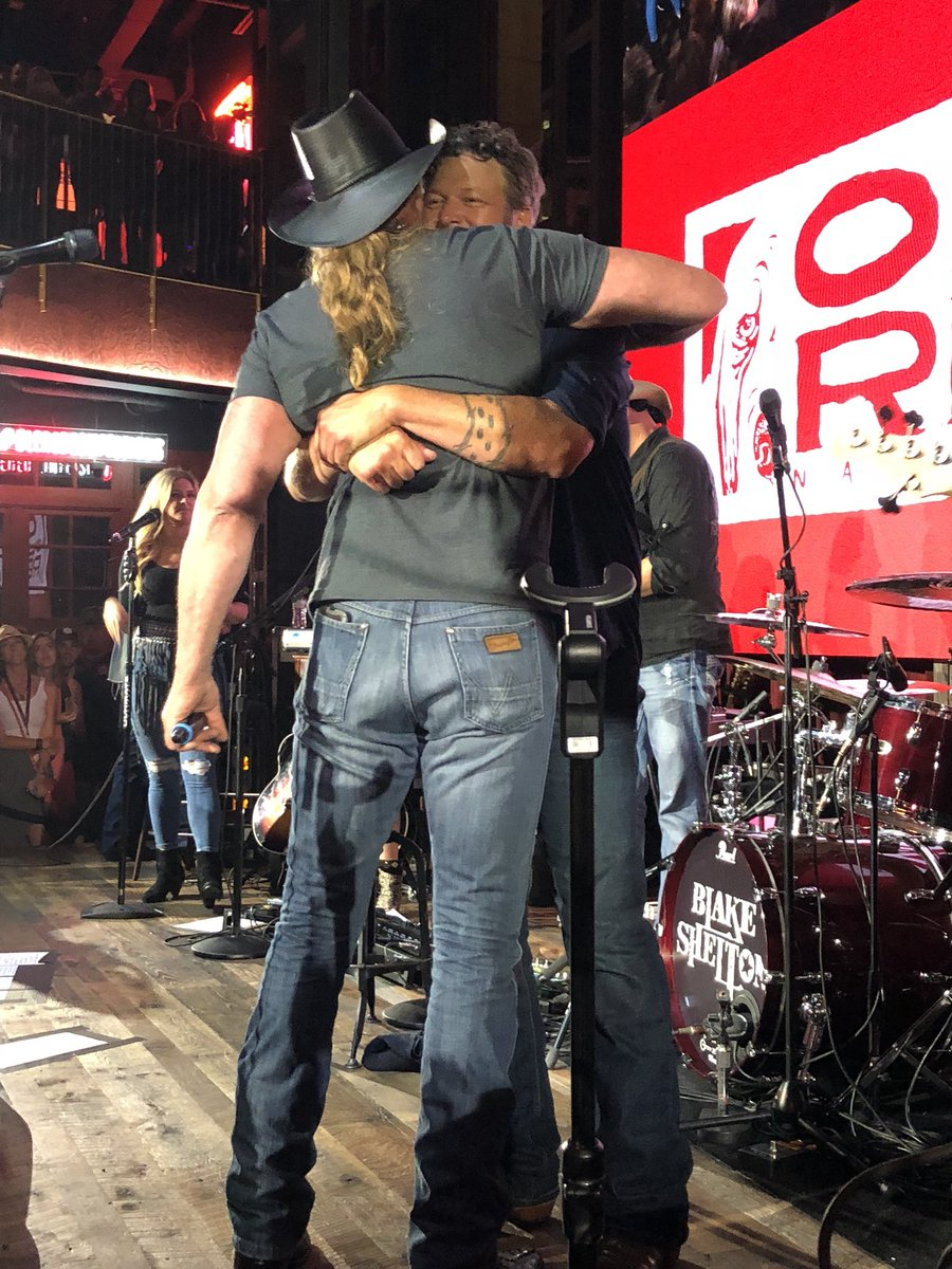 congratulations @blakeshelton and @TraceAdkins! #HellRight is out now!    http:// wmna.sh/hellright     <br>http://pic.twitter.com/W2LPddZpO7