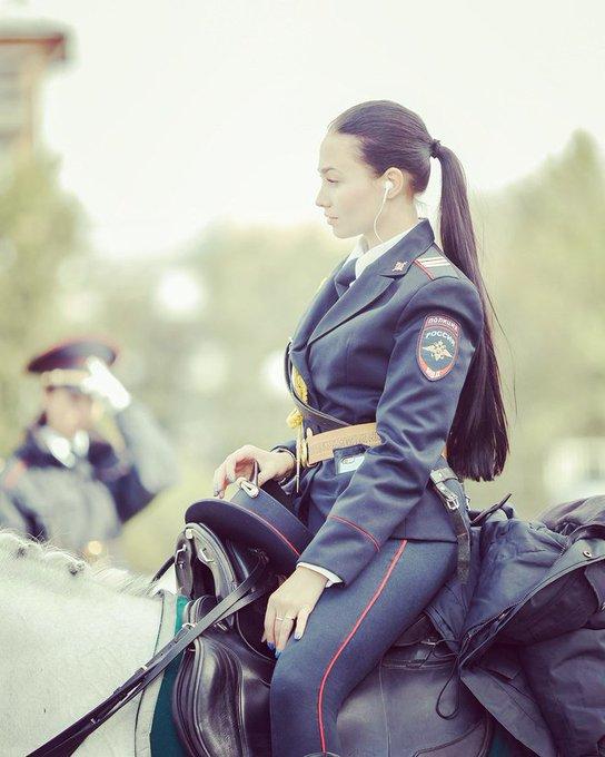 美しすぎるwwロシアの婦人警官が比じゃないほど美しいww