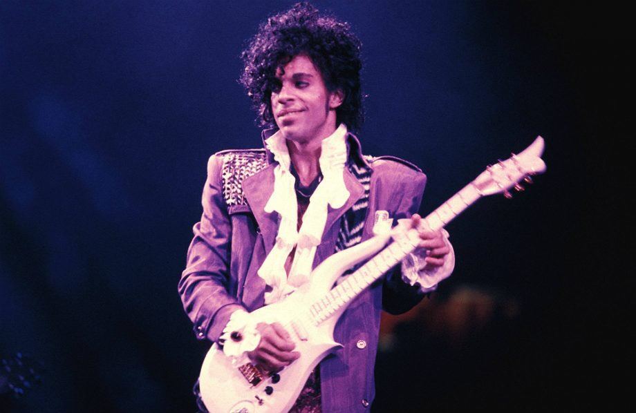 N Greenwich is alive with decent music today (doesn t always happen) Happy Birthday Prince