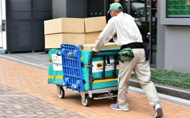 #ネット通販 で買い物したときに届く段ボール箱。大きすぎませんか。なんとかならないでしょうか。 きょうの「#スグ効くニュース解説」は #大岩佐和子 編集委員 の担当です。 https://t.co/b1P4fiXxrv