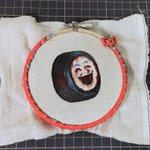 ホラー案件w錆びたヨコハマタイヤの看板の絵を刺繍にしちゃった人!