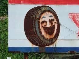 ホラー案件w錆びたヨコハマタイヤの看板の絵を刺繍にしちゃった人www
