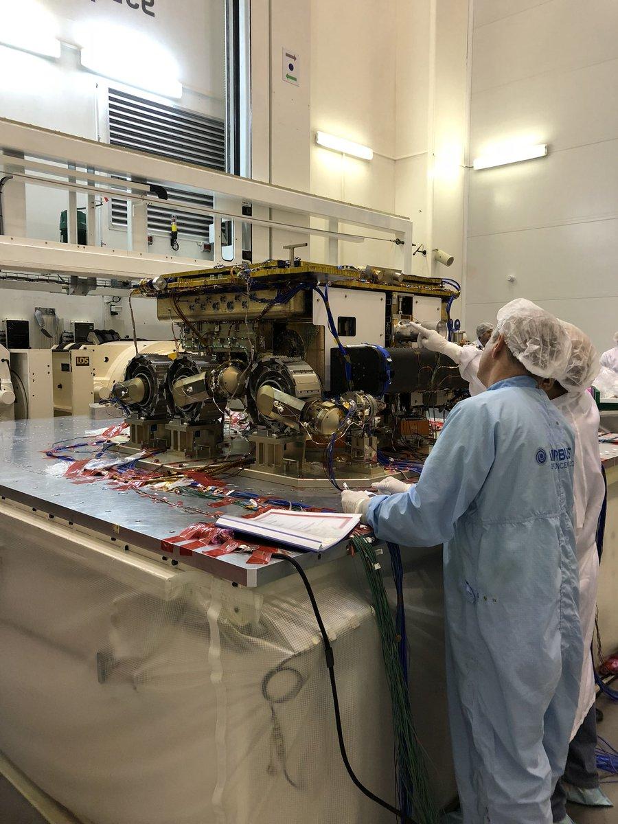 ExoMars-2020- Préparation de la mission (Rosalind Franklin) - Page 10 DfJ2jz0XcAEHKJK