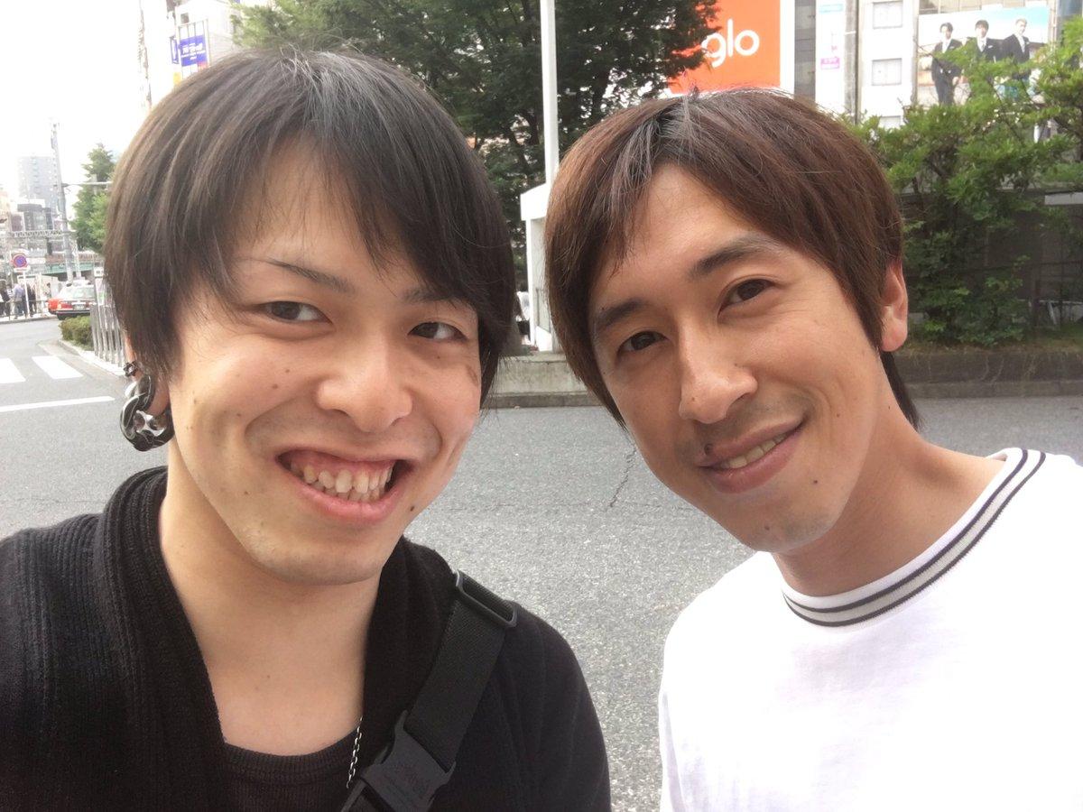 新宿駅前にキングコングの梶原雄太さんいたw